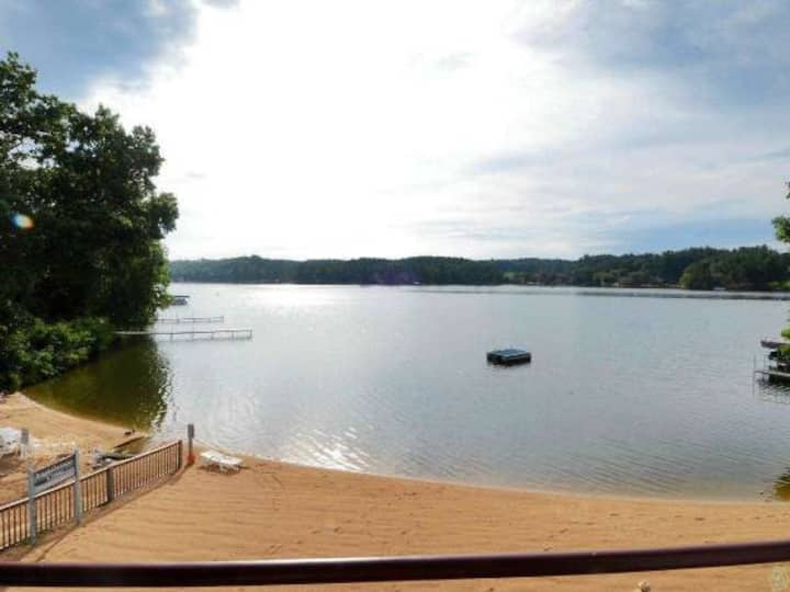 2 Bedroom, WI Dells,  Lake Side Condo