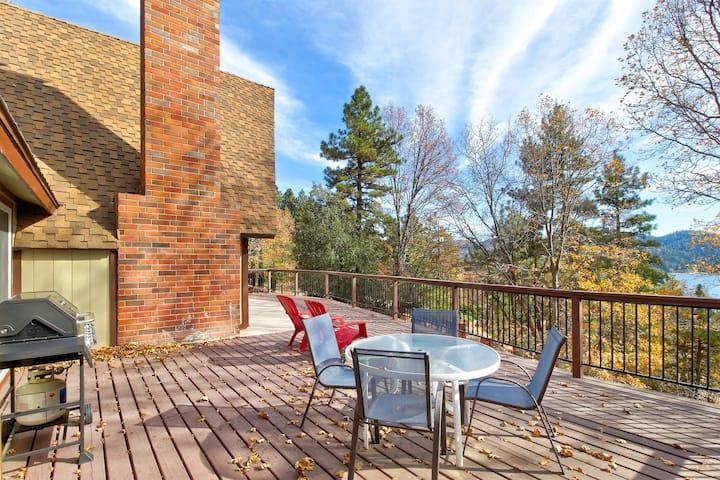 Incredible Home w/ a Full Kitchen, Pool Table, & Large Deck w/ Lake Views