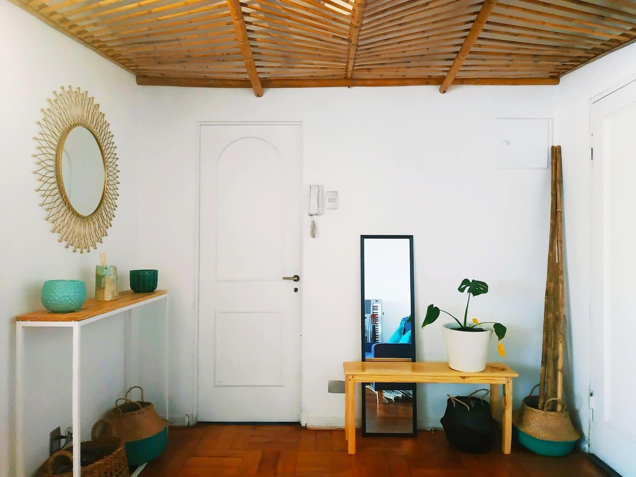 ENTRADA COMPARTIDA, diseño rústico playero, madera del sur de chile & bambúes.