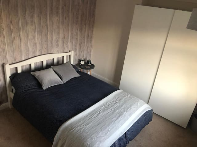 Big Double Room w/ Bathroom Across The Hall + WIFI