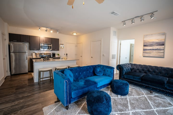 Spacious Luxury Suite Near Atlantic Station!