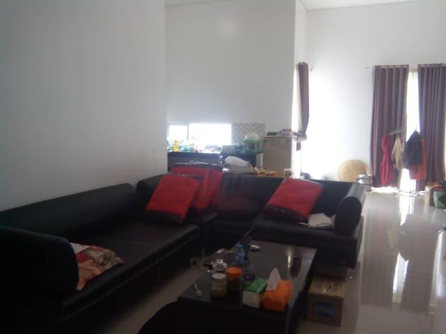 Practical and Cozy Bedroom - Bogor Selatan - บ้าน