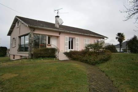 Maison avec piscine à ASSAT (PAU) - Assat
