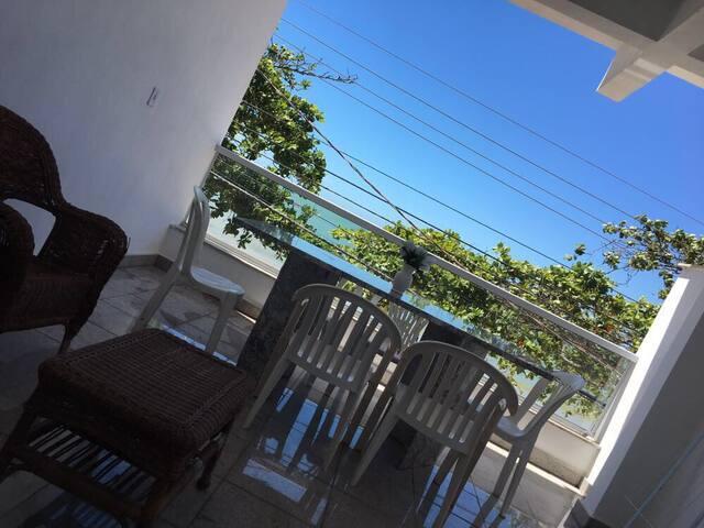 Apto 3 quartos c/ varanda em frente à Praia de Ubu