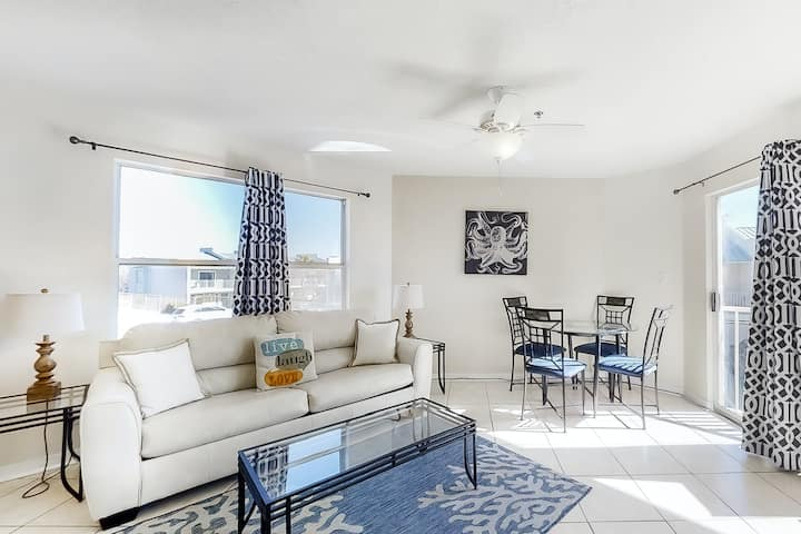 2nd Floor coastal condo, Steps to the gulf, Quick drive to entertainment