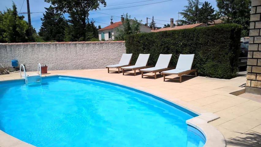 Appartement 80 m2 dans Villa piscine Grand Avignon