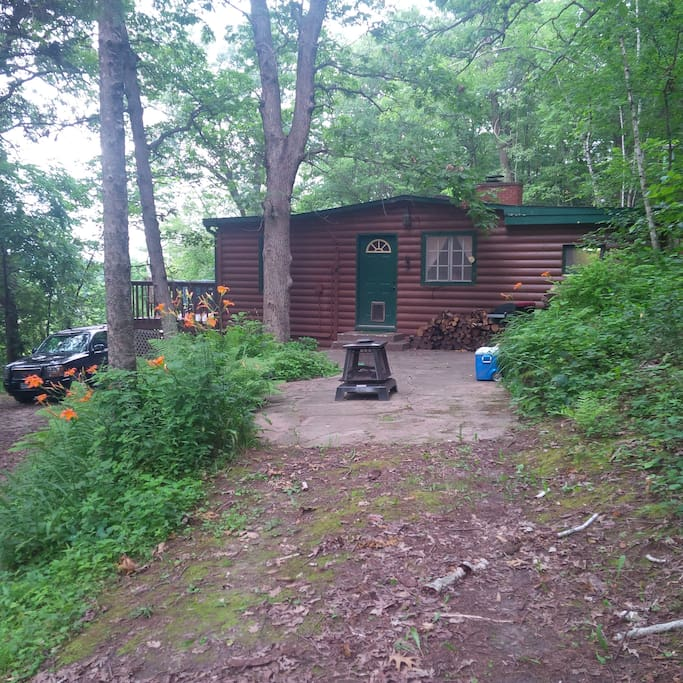 Cabin at whiskey bluffs cottages for rent in lake city for Lake pepin cabin rentals