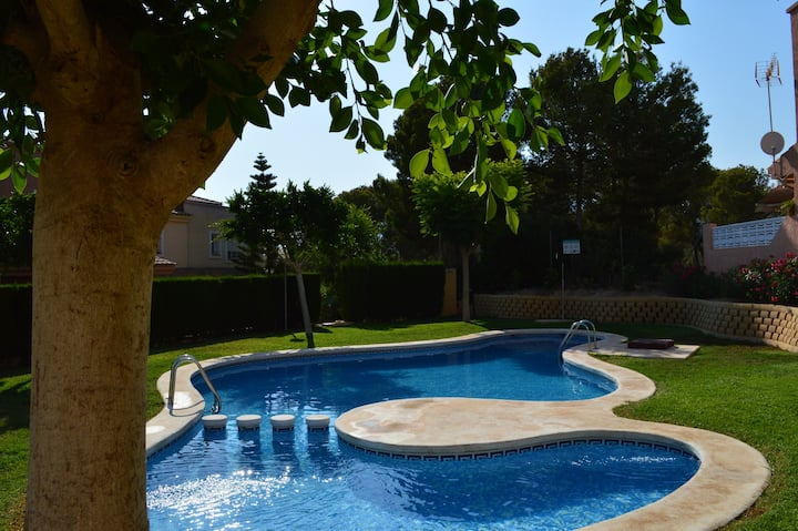 Albir, lovely sunny house with communal pool
