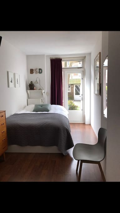 Cozy clean bedroom with tv appartements louer amsterdam hollande septentrionale pays bas - Chambre a louer amsterdam ...