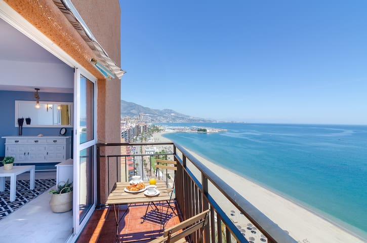 PERLA 4 PENTHOUSE IN FIRST LINE OF THE BEACH