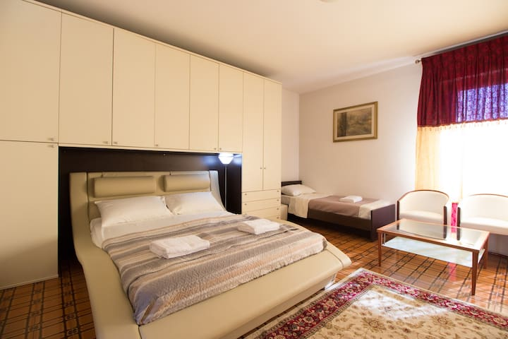 B&B dreambnb Delux family room (10 min to venice)