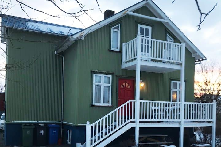 Authentic charming Scandinavian Home near Center