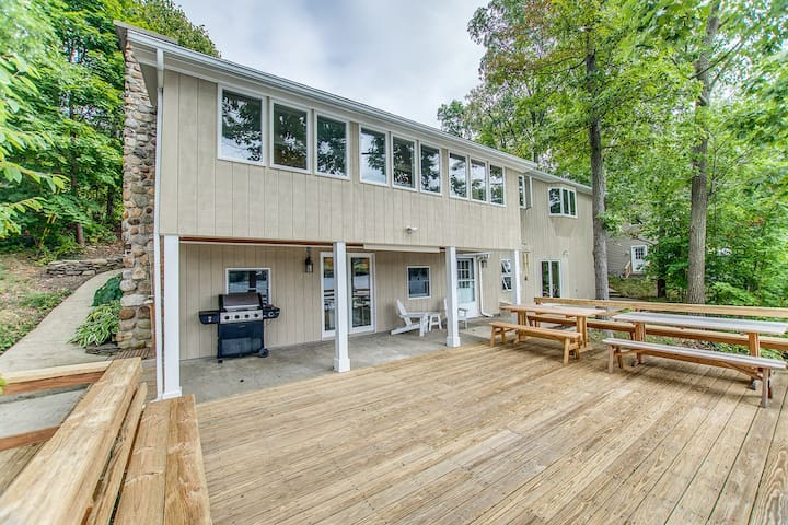 NEW RENTAL!  Midlake Magic on Waneta Lake