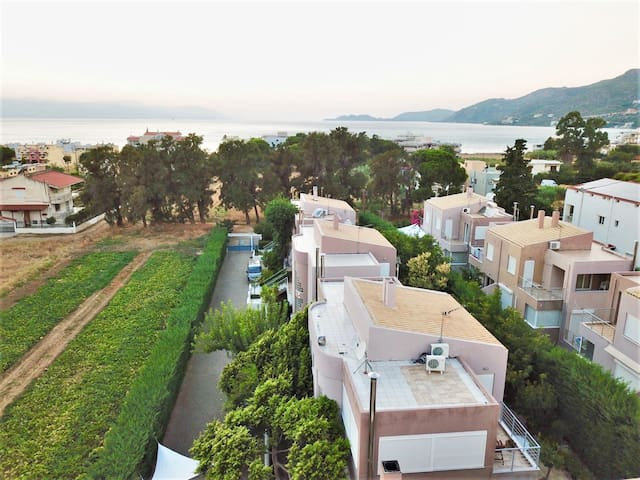 Stylish maisonette very close to beach and centre