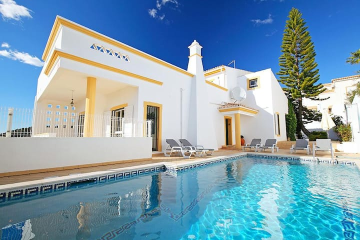Large family friendly villa with pool & garden