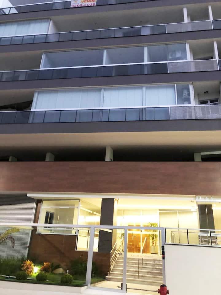 Apartamento novo na Praia da Bacutia (02 quartos)