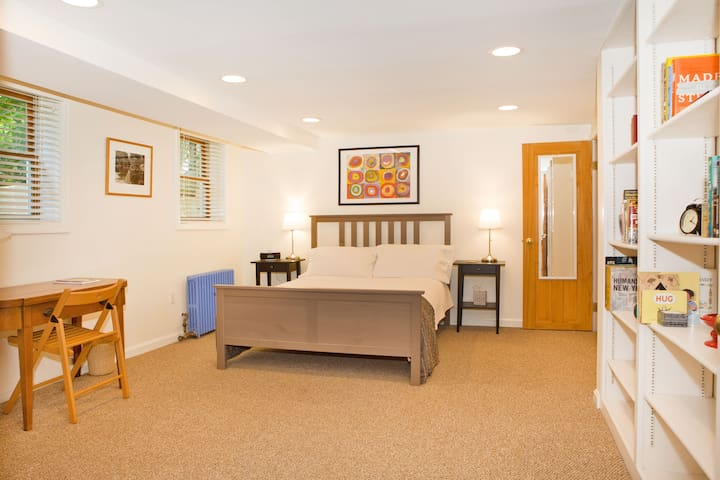 Private Guest Suite in Takoma Park - Takoma Park - House