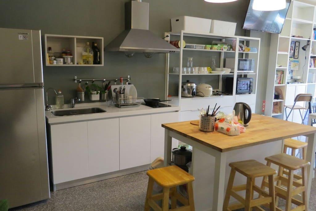 開放式廚房與用餐區
