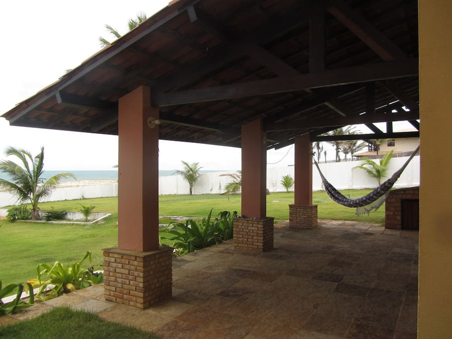House sits on 1,500 sq. m block. Hooks for 10 hammocks