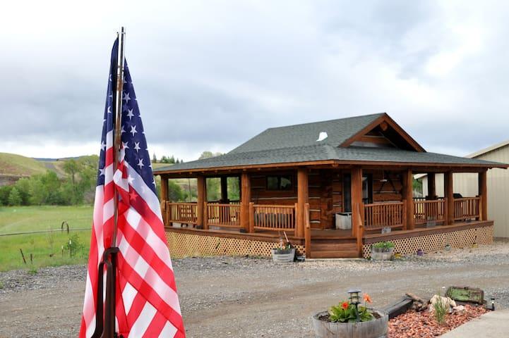 Cowboy's Getaway - Log Cabin- Cody - Cody - Chatka