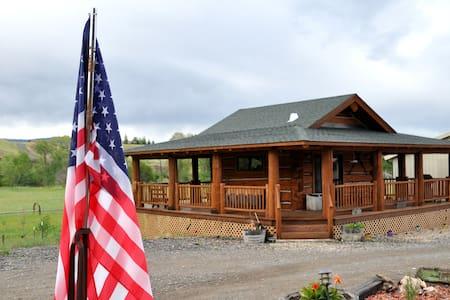 Cowboy's Getaway - Log Cabin- Cody - Cody - 小木屋