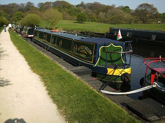 Narrow boat  Stay - Lea
