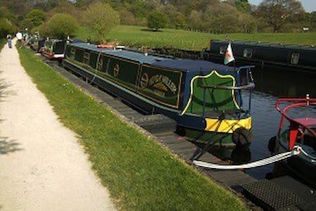 Narrow boat  Stay - Lea