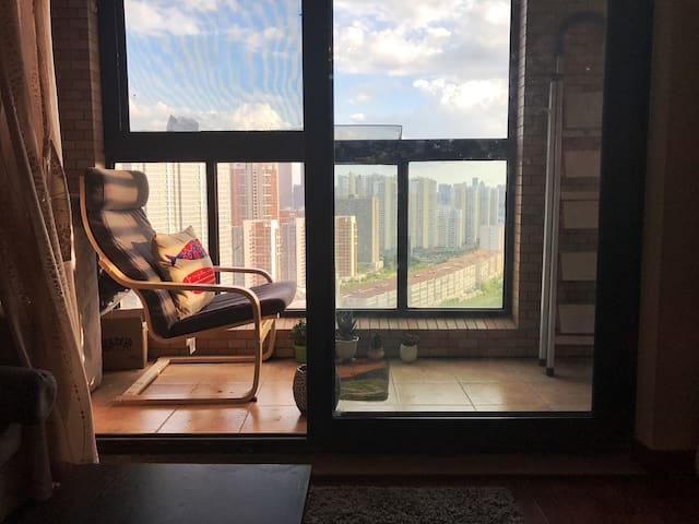 高档小区徐东商圈 临近销品茂欢乐谷汉街麦德龙 精装公寓