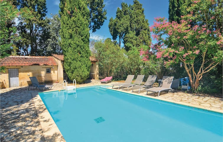 Holiday cottage with 3 bedrooms on 100m² in Mas Blanc des Alpilles