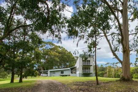 Grand Design on secluded 10 acres - Arthurs Seat - บ้าน