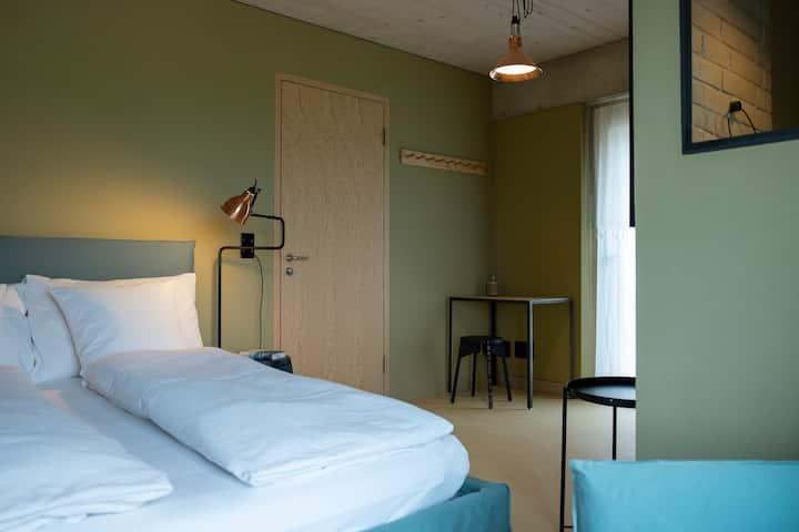 Zimmer Scarabei mit Blick auf den Murtensee