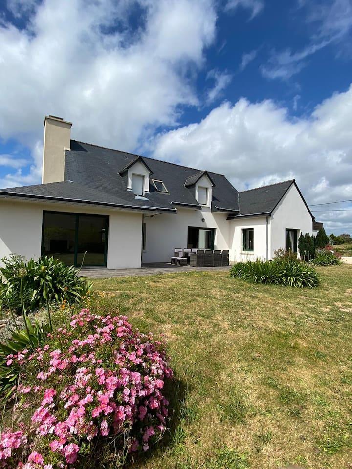 Bretagne sud Superbe villa avec piscine à Kercanic