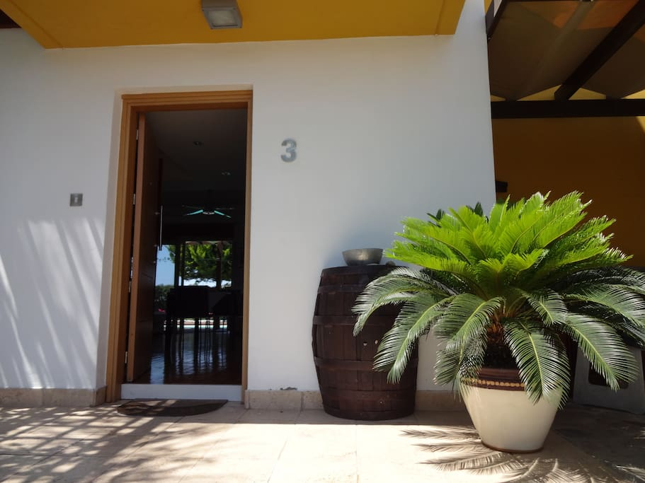 The entrance of the villa. Yep you will find us at number 3 ;)