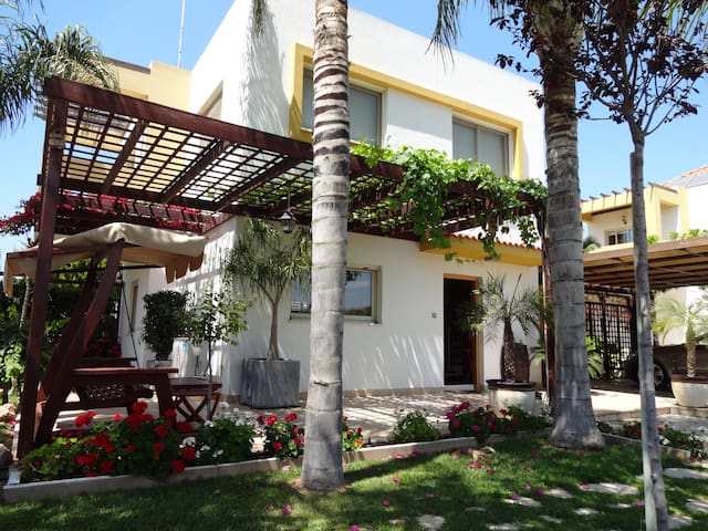 Homey Villa Nearby The Sea. - Limassol - Huvila