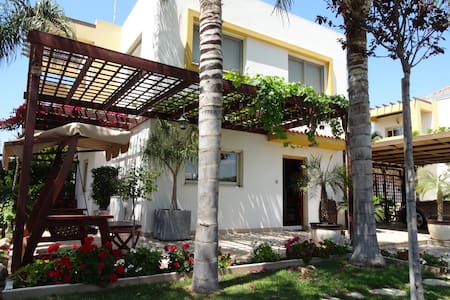 Homey Villa Nearby The Sea. - Limassol - Villa