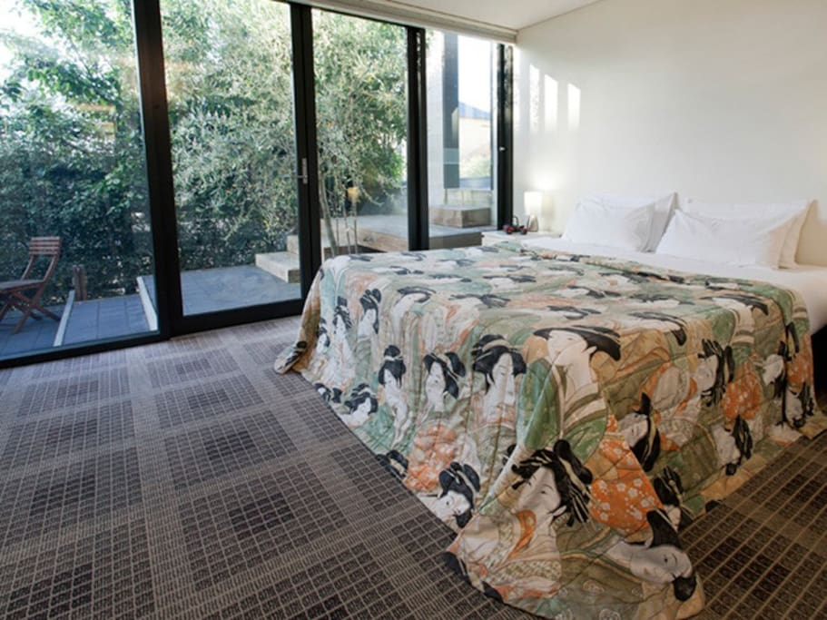 One King bedroom or twin singles