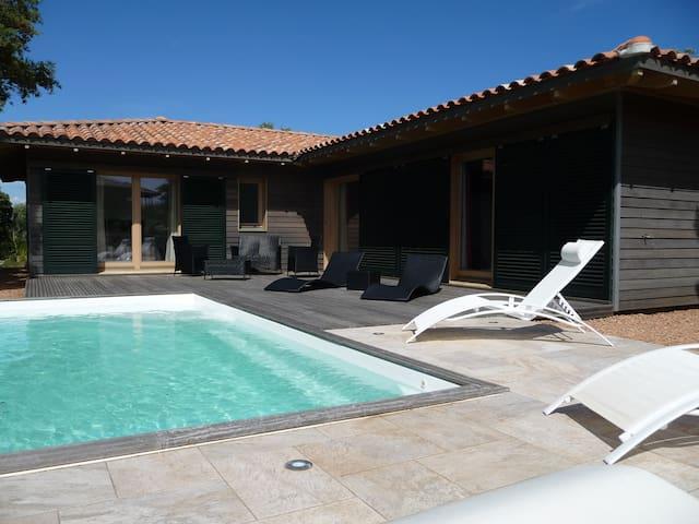 Villa moderne avec piscine 6/8pers - Figari - บ้าน