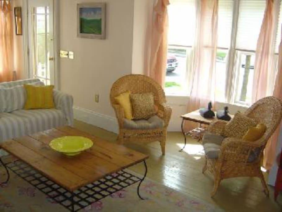 Living Room - looking east