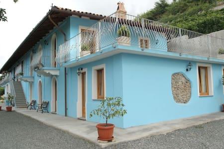 Agriturismo con camere e ristorante - Santo Stefano Belbo - 家庭式旅館