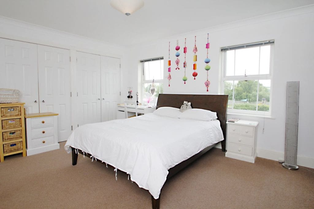 Bright, light with king size bed and ensuite with views over Port Meadow, the Trap Grounds and Wytham Woods.