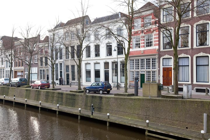 Great historic canal house - Gouda - Casa