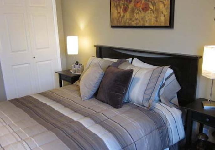 THE Airport BnB2 & PRIVATE!  8 min to Airport