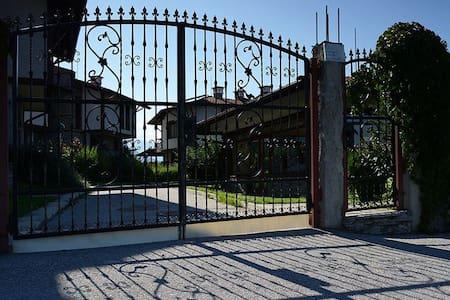 Villa Aleksandria - Dobrinichte - Huvila