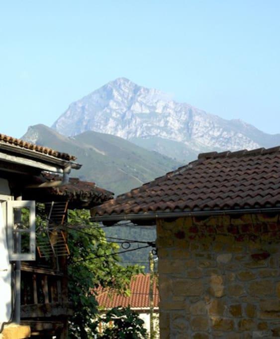 Vistas del pueblo,  Cazo a 20 minutos de Cangas de Onís.