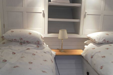 Farm Bed and Breakfast Twin Room - Mortimer