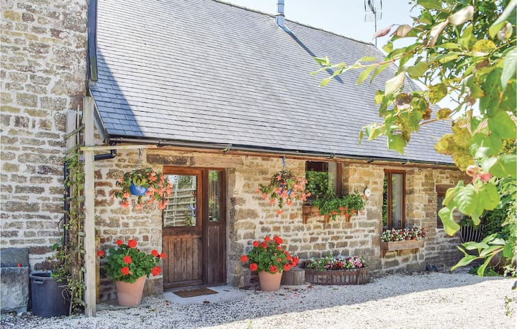 Semi-Detached with 2 bedrooms on 70 m² in Souleuvre-En-Bocage
