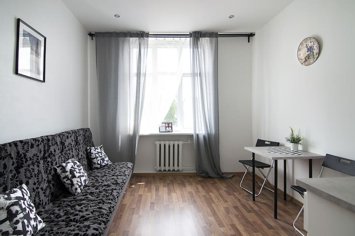 Studio room close to the city centre. Free parking