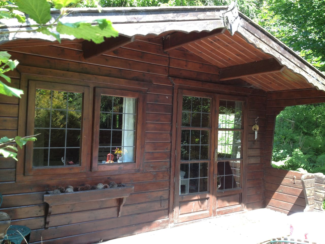 Lovely secluded wooden cabin