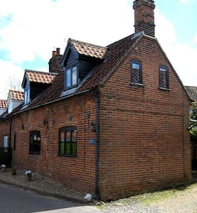 Lovely period Norfolk cottage - Hus