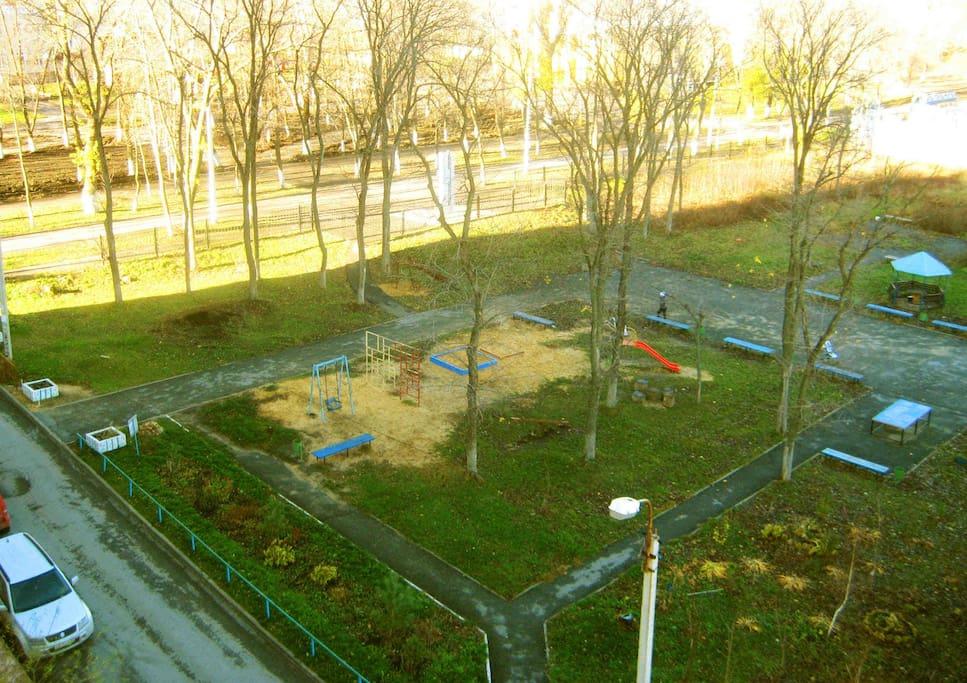 Парк во дворе дома